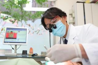 拡大鏡を使用による治療制度の向上